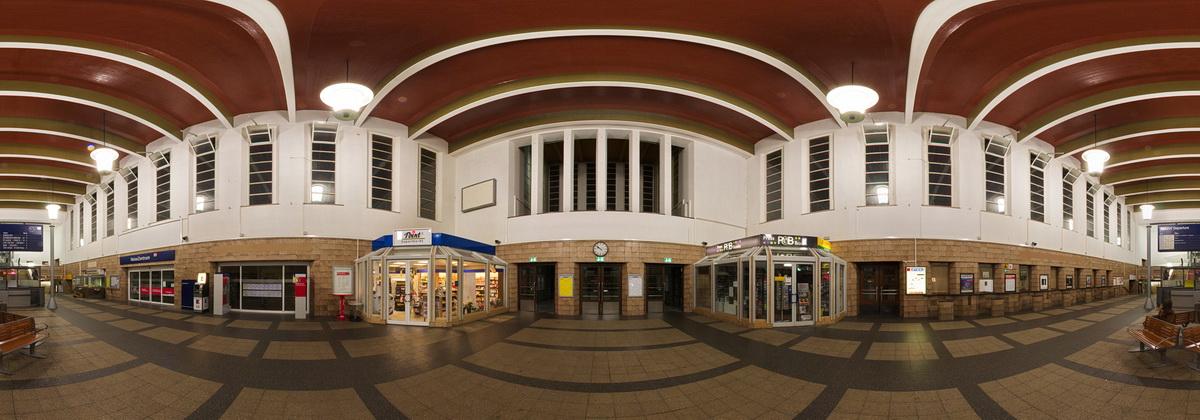 BahnhofZwickauWartehalle.jpg